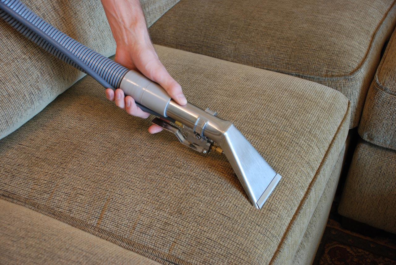 Отмыть обивку дивана в домашних условиях